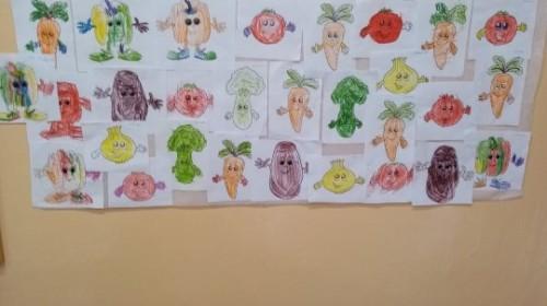 """Obrazek galerii """"Zjadamy z ochotą przysmaki z ogródka""""- grupa 3."""