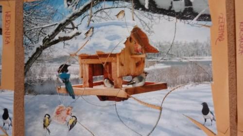 """Obrazek galerii """"Dokarmiamy głodne ptaki""""- grupa 5."""