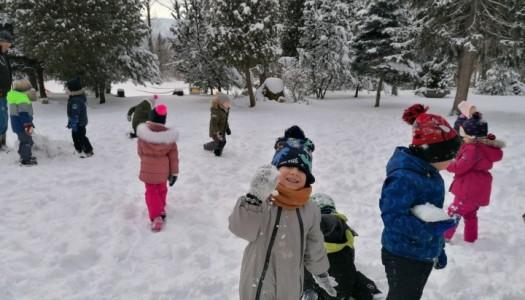 Obrazek aktualności Zabawy na śniegu- Grupa 3.